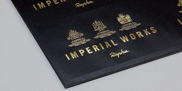 Thông thường người ta sử dụng kỹ thuật ép kim cho logo và tên công ty