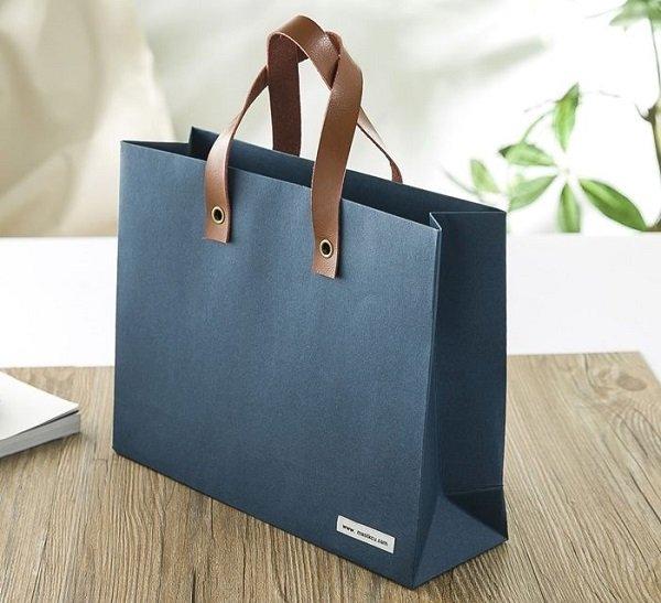 Túi giấy cao cấp quai bằng da