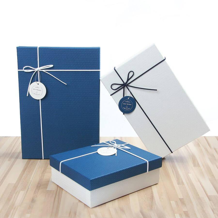 các hộp giấy đựng quà