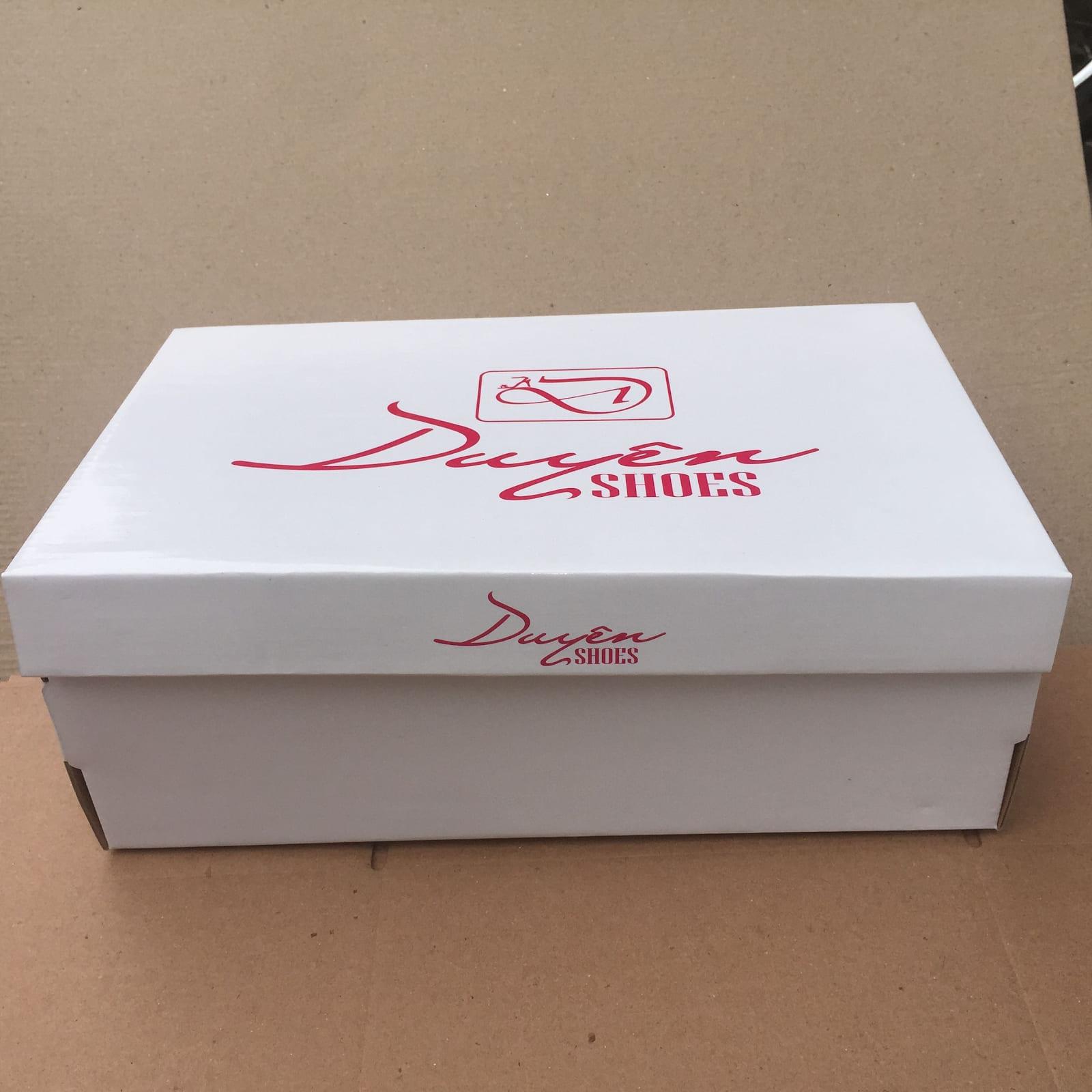 in hộp giấy đựng giày