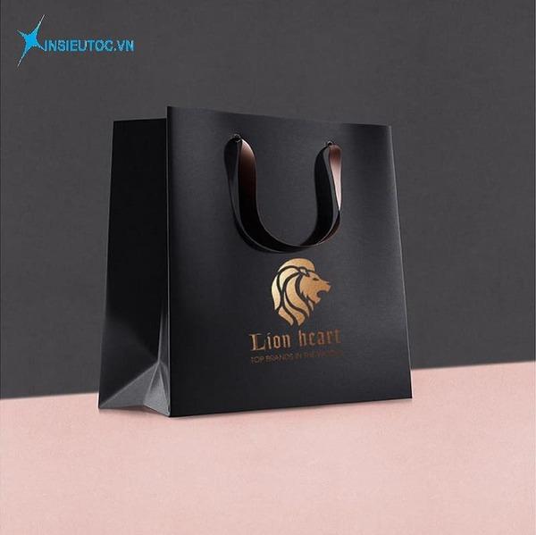 Túi giấy đựng quần áo thương hiệu - In Siêu Tốc