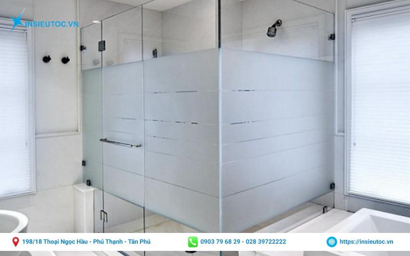 mẫu decal trang trí dán kính phòng tắm
