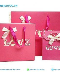 túi giấy cho shop quần áo màu hồng