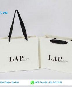 Túi giấy đựng quần áo cho shop thời trang trẻ