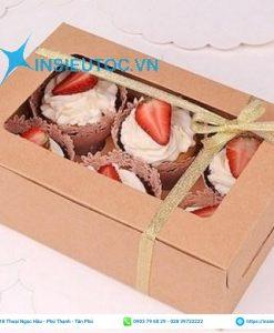 Hộp giấy đựng bánh nắp hộp gắn miếng kiếng trong nhỏ