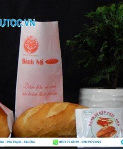 Túi giấy đựng bánh mì nền trắng