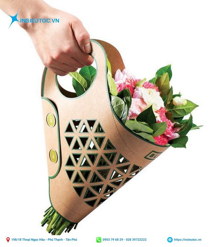 Thiết kế túi cắm hoa lạ mắt